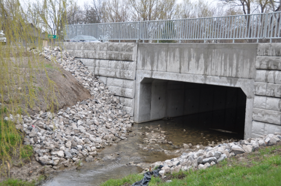 A Retain-A-Rock retaining wall system at Dodd's Creek Culvert in St. Thomas, ON.